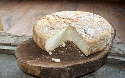 ¿Se come el queso con corteza?